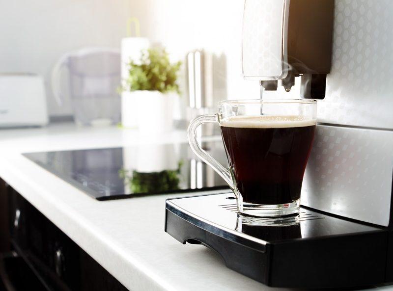 Une cafetière dans une cuisine